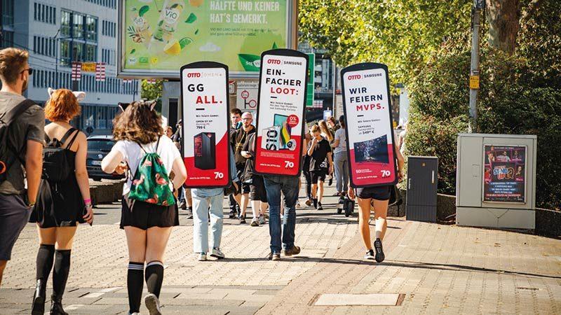 posterwalker-movingboard_mobile-werbung-berlin-mitte