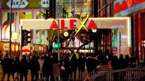 Ansicht-bei-Nacht_Torbogen-Einkaufsmeile-Alexa_pos-werbeproduktion-berlin